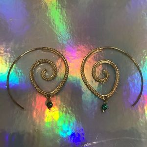 Jewelry - Gold spiral threader earrings with drop stone